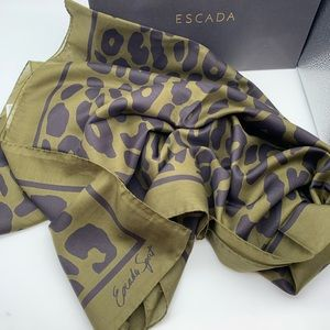 Gorgeous Escada silk scarf 🔥